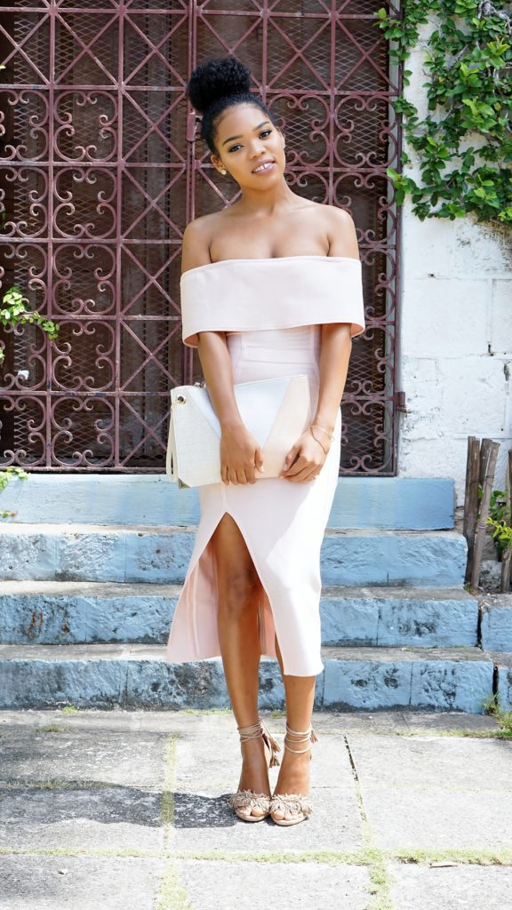 what-to-wear-to-a-summer-wedding-guest-pastel-pink-bandage-dress-natashaleeds-stylishlee
